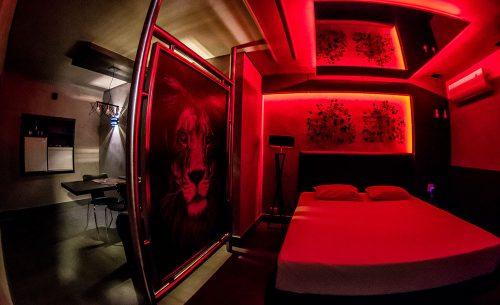 Conheça a Suíte Cinquenta Tons do Opium Motel e garanta já a sua reserva